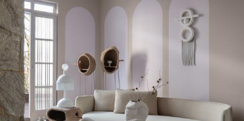 Tendência: Paredes brancas pigmentadas  fogem do óbvio e criam ambientes relaxantes