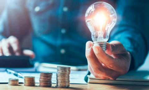 19 dicas de como economizar energia elétrica em casa  Não sabe como economizar energia no dia a dia?