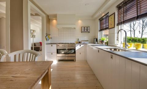 7 modelos perfeitos de cadeiras para a sua cozinha